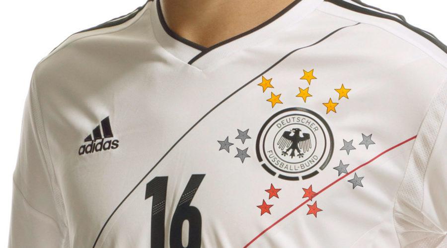 Europa- und Weltmeisterschaftssternchen auf der stolzen Brust eines deutschen Fußballers