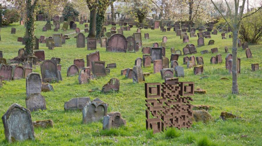 Friedhof mit QR-Code zu Frank Jankowskis Website als Grabmal für Frank Jankowski